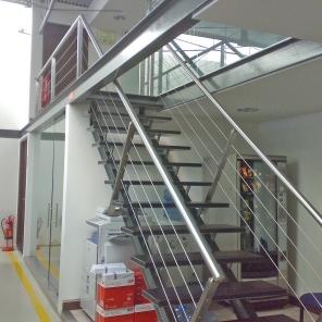 Escadas em ferro, inox e madeira