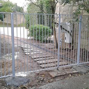 Grade em aço metalizado com portão